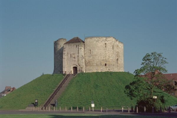Cliffords Tower. © Martin Roberts   Source: Images of England