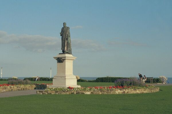 Statue of Spencer Compton. © Michael Nash LRPSSource: Images of England