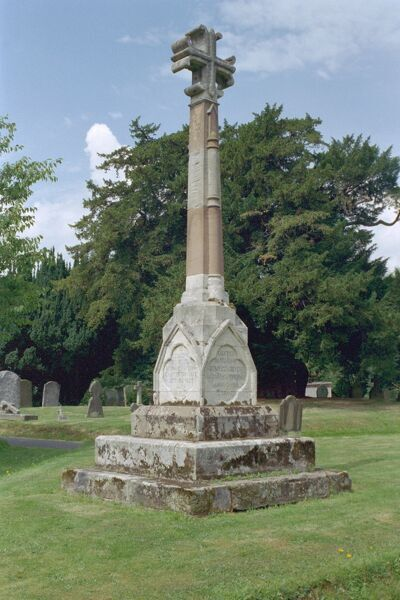 Windsor Memorial Cross. © Historic England 2007 - All Rights Reserved