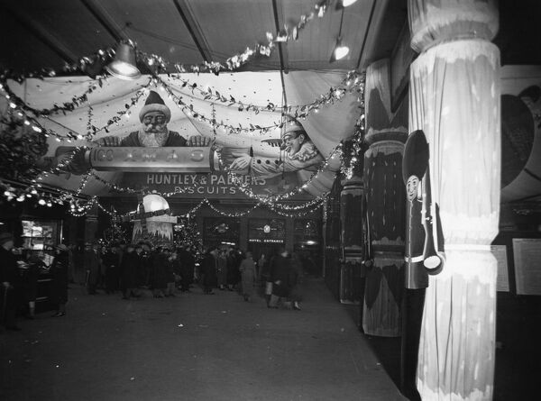 Christmas Decorations at Paddington Station, December 1935. © Steam Picture Library