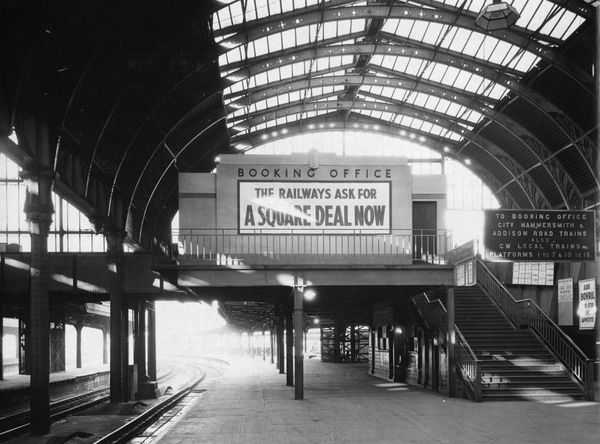 Paddington Station Booking Office, 1938. © Steam Picture Library