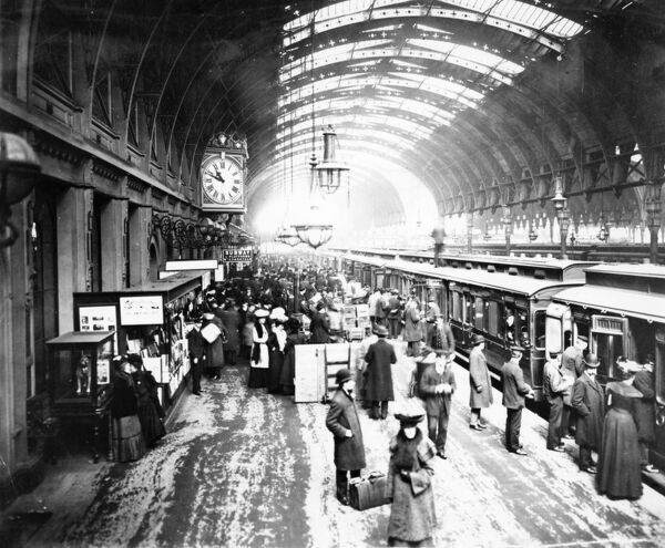 Platform 1 at Paddington Station, 1904. © Steam Picture Library