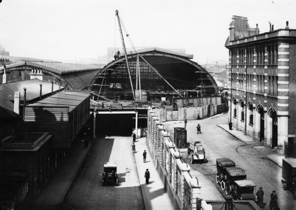 Rebuilding work at Paddington Station, 1916. © Steam Picture Library