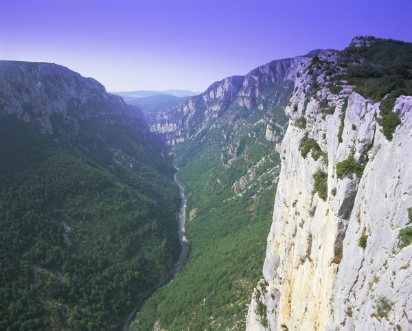 meet verdon singles Incredible landscape all-year long, from the blue and violet lavender fields to the  red of poppies and yellow sunflowers lire plus.