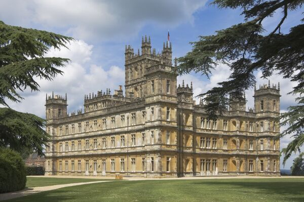 Highclere Castle, home of the Earl of Carnarvon, the 5th Earl famous for his archaeological work in Egypt, and the location for the BBC serial Downton Abbey, Hampshire, England, United Kingdom, Europe. © James Emmerson