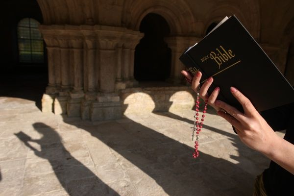 Bible reading in Fontenay abbey church. © Godong/UIG