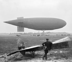 Dirigible and aircraft AFL03_aerofilms_b2308
