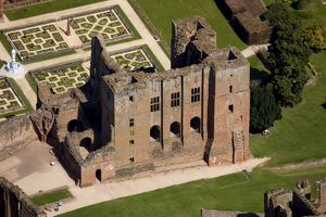 Kenilworth Castle N090609