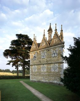 Rushton Triangular Lodge J010079