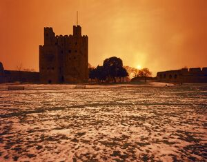 Snow at Rochester Castle J850035
