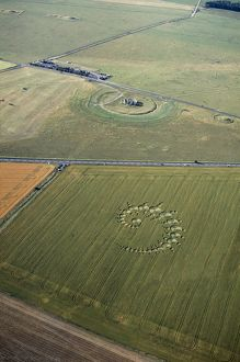 Stonehenge and crop circle N960002