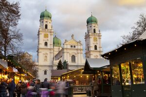Christmas Market in front of the Cathedral of Saint Stephan, Passau, Bavaria, Germany