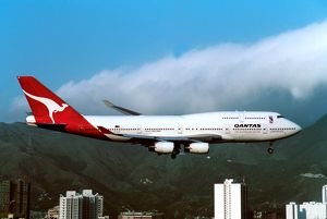 Boeing 747-400 Qantas flying into Kai Tak - old Hong Kong airport