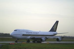Singapore Airlines Boeing 747-400 at Manchester