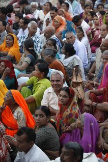 Crowd waiting for the aarthy ceremony on Har-ki-Pauri ghat in Haridwar