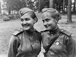 World war 2, senior sergeants v, mityoshina and n, zalko, former students of the moscow state theatrical institute have been at the front from the first days of the war, they have been awarded the medal 'for military services' for bravery and courage.